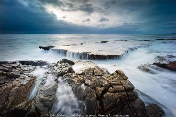 """Và đây chính là dòng thác """"huyền thoại"""" nằm giữa biển – một cảnh quan kì thú, độc đáo và hiếm có khó tìm ở Việt Nam.(Ảnh: Internet)"""