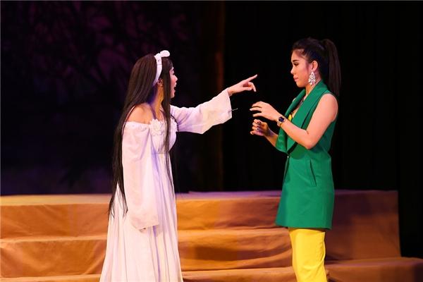"""Diệu Nhi """"xuất thần"""" trên sân khấu. Cô mang lại cho khán giả những tràng cười sảng khoái, thú vị. - Tin sao Viet - Tin tuc sao Viet - Scandal sao Viet - Tin tuc cua Sao - Tin cua Sao"""