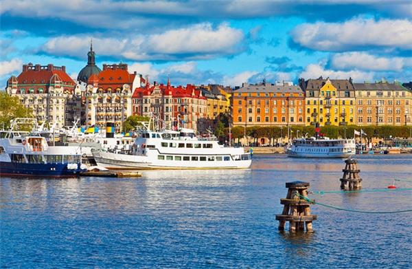 Kiến trúc Âu cổ kính, thức ăn tuyệt hảo sẽ khiến bạn quyến luyến Stockholm không rời.(Ảnh: Internet)