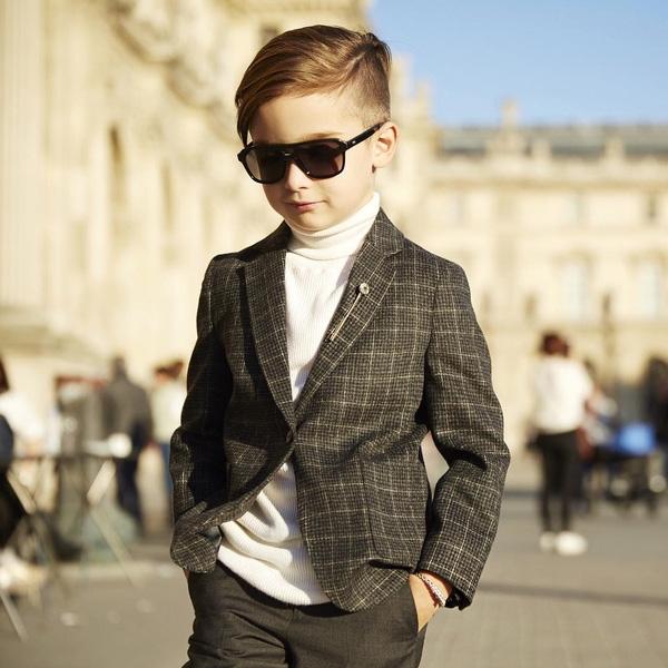 Fashionisto nhỏ tuổi Alonso Mateo luôn thu hút và toát lên phong thái chuyên nghiệp mỗi lần xuất hiện.(Ảnh: 9GAG)