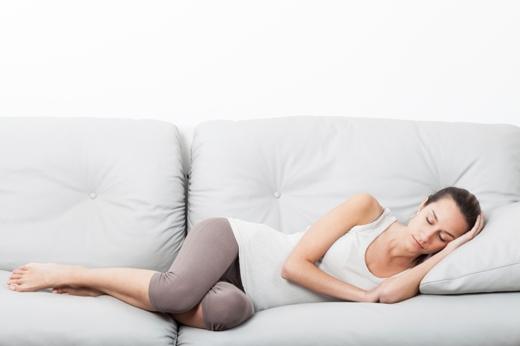 Để chuyển từ thói quen nằm ngửa hoặc nghiêng phải sang nghiêng trái sẽ mất thời gian, nhưng nó sẽ đem đến cho bạn sức khỏe tốt hơn.(Ảnh: Internet)