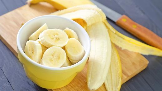 Chuối là loại trái cây có nhiều tác dụng tốt cho sức khỏe, giúp nâng cao tinh thần và tăng cường tim mạch, đồng thời đem đến làn da tỏa sáng. (Ảnh: Internet)