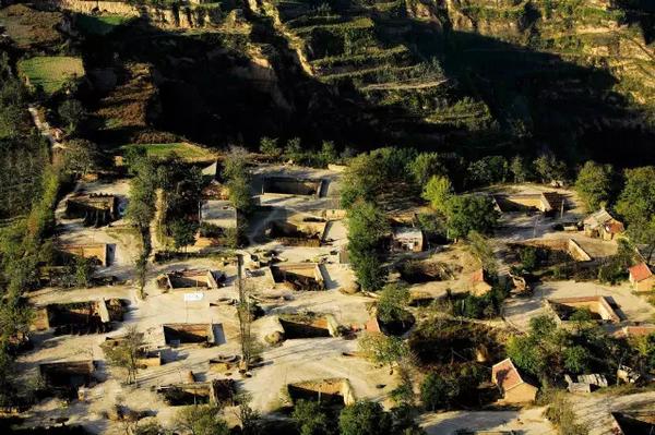 Nhiều người không khỏingỡ ngàng khi nhìn thấy kiến trúc độc lạ của ngôi làng dưới lòng đất - Địa Khanh viện(Nguồn Internet)