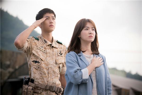 """Thân là đại úy, lí tưởng sống của Yoo Shi Jin cũng rất rõ ràng và cao cả: """"Tôi là quân nhân, quân nhân thì phải hành động theo mệnh lệnh. Cuộc đấu tranh của tôi chính là dùng cái chết để bảo vệ mạng sống. Tôi tin đây là để bảo vệ sự tự do và hòa bình trên mảnh đất này."""". Dù biết điều này có thể gây bất lợi đối với mối quan hệ với Kang Mo Yeon nhưng anh vẫn tự tin nói ra."""
