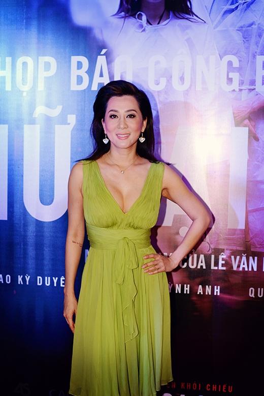 Đảm nhận vai nữ doanh nhân Kim Anh trong phim là Nguyễn Cao Kỳ Duyên, nữ MC hải ngoại được nhiều người biết đến. - Tin sao Viet - Tin tuc sao Viet - Scandal sao Viet - Tin tuc cua Sao - Tin cua Sao