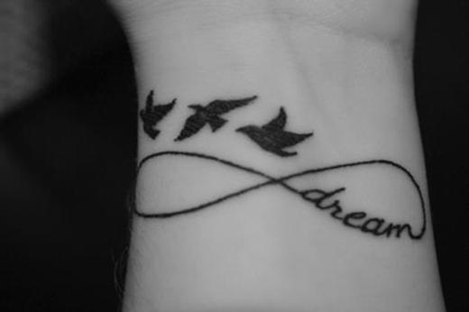 """""""Hãy để ước mơ bay xa"""". (Ảnh: Internet)"""