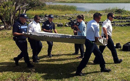 Một số mảnh vỡ đã tìm thấy nghi là của MH370. (Ảnh: Internet)