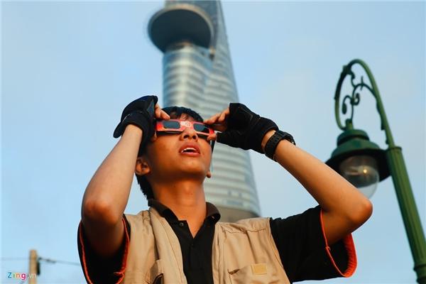 Bạn trẻ Nguyễn Bá Tuyên chia sẻ, đã chờ 6 năm nay để được ngắm hình ảnh nhật thực độc đáo này.