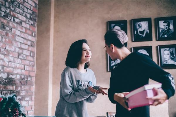 Tuy lần đầu hợp tác cùng nhau, song Miu Lê và Lou Hoàng đã có những cảnh diễn xuất khá ăn ý. - Tin sao Viet - Tin tuc sao Viet - Scandal sao Viet - Tin tuc cua Sao - Tin cua Sao