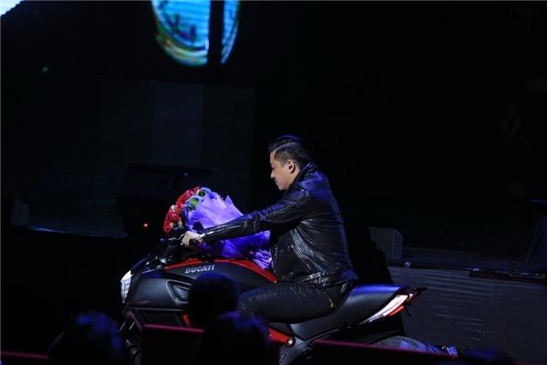 Tuấn Hưng làm soái ca ngôn tình trong đêm diễn của Lệ Quyên - Tin sao Viet - Tin tuc sao Viet - Scandal sao Viet - Tin tuc cua Sao - Tin cua Sao