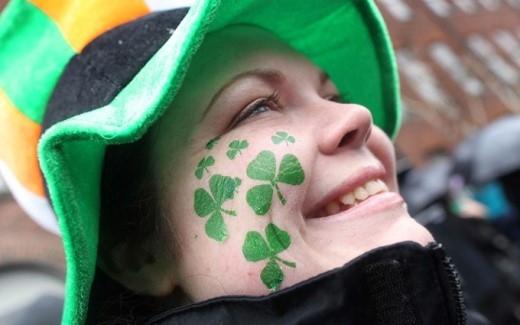 Ngày thánh Patrick đôi khi còn được gọi là lễ hội hóa trang màu xanh kìdiệu. (Ảnh: Internet)