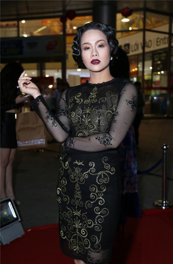 Nhật Kim Anh gây sốc với phong cách thời trang lạ mắt. - Tin sao Viet - Tin tuc sao Viet - Scandal sao Viet - Tin tuc cua Sao - Tin cua Sao