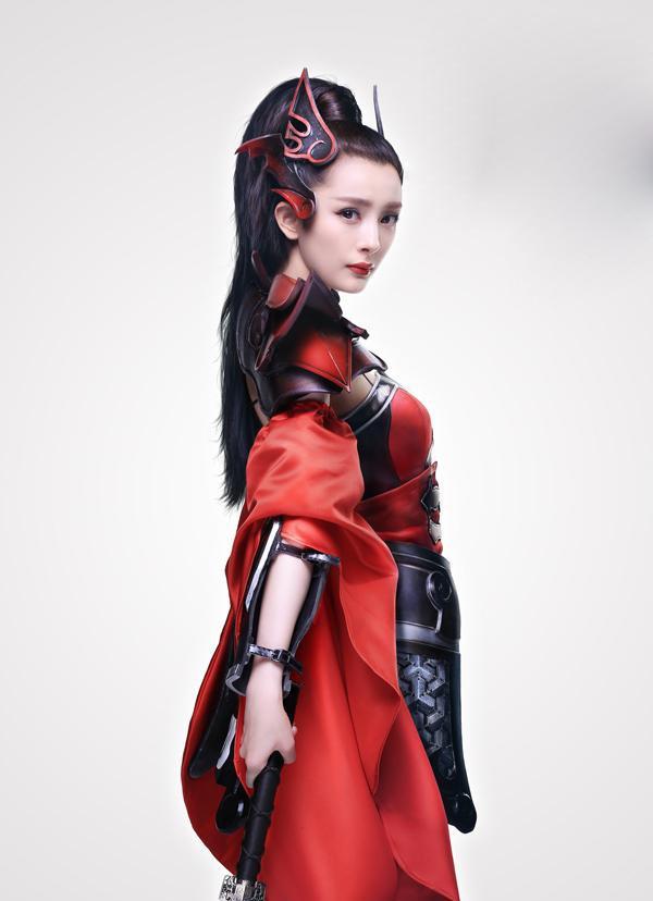 Dạo gần đây, mẹ trẻ Dương Mịch càng ngày càng xinh đẹp và gợi cảm hơn. Cô khiến khán giả phải ngỡ ngàng khi hóa thân thành nàng nữ chiến mạnh mẽ.