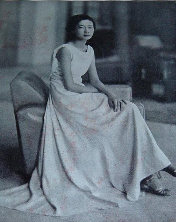 Vẻ đẹp quý phái đến từng đường nét của Nam Phương hoàng hậu.(Ảnh: Internet)