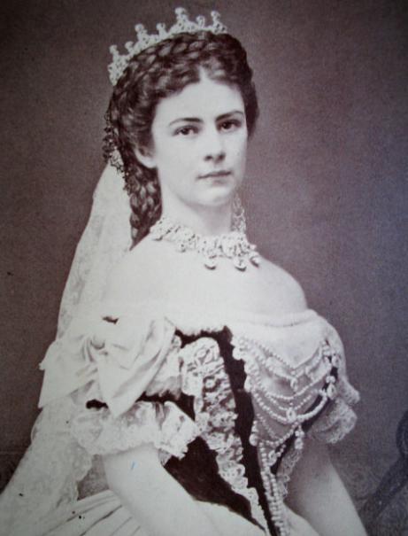 Nữ hoàng Elisabeth (1837 - 1898) là vợ của Hoàng đế Áo Franz Joseph I. Nữ hoàng thuộc hoàng gia Bavarian và kết hôn với Hoàng đế Franz Joseph khi vừa tròn 16 tuổi.(Ảnh: Internet)