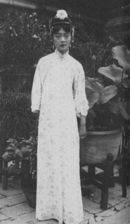 Nhan sắc hoàng hậu Uyển Dung - hoàng hậu cuối cùng của Trung Quốc.Uyển Dung kết hôn vào ngày 1/12/1922, lúc này cả bà và Phổ Nghi đều chỉ mới 17 tuổi.(Ảnh: Internet)