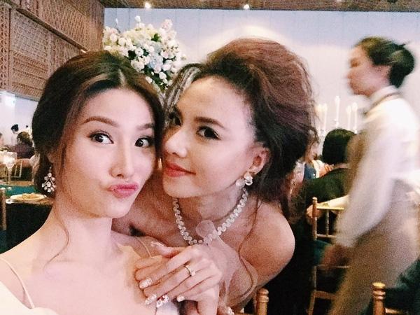 Đinh Ngọc Diệp - Victor Vũ rạng ngời hạnh phúc trong tiệc cưới - Tin sao Viet - Tin tuc sao Viet - Scandal sao Viet - Tin tuc cua Sao - Tin cua Sao