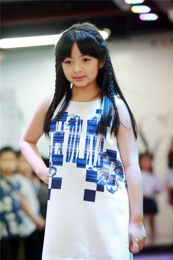 Con gái cựu người mẫu Thúy Hằng – bé Bông cũng tham gia trong buổi casting tuyển chọn mẫu nhí. - Tin sao Viet - Tin tuc sao Viet - Scandal sao Viet - Tin tuc cua Sao - Tin cua Sao