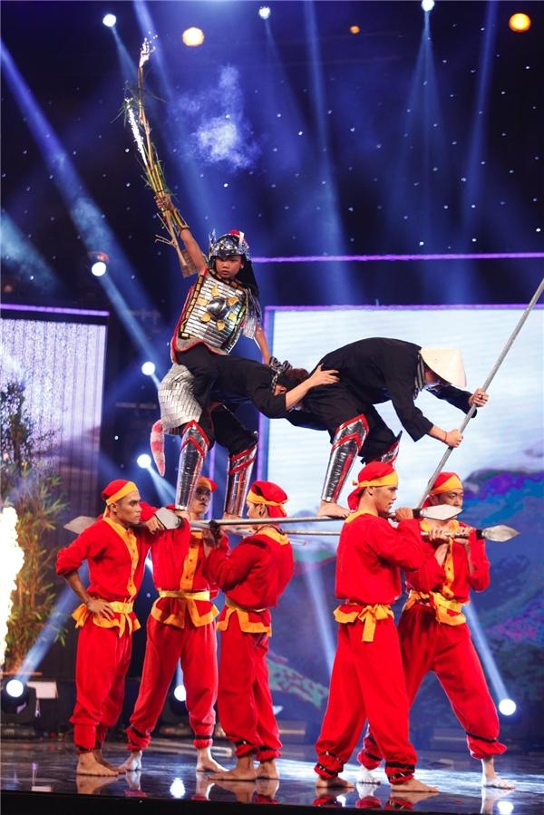 Cùng với đó, nhóm nhảy OXY với phần trình diễn sôi động, trẻ trung mang âm hưởng dân giancũng không giúp họ có đủ số phiếu bình chọn để đi vào Chung kết. - Tin sao Viet - Tin tuc sao Viet - Scandal sao Viet - Tin tuc cua Sao - Tin cua Sao