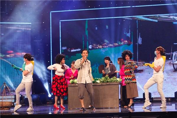 """Nhóm HCYA với thành viên chính - Đoàn Kiên Định đã trở lại sân khấu Vietnam's Got Talentvới phần 2 của câu chuyện Ngày càng tròn ngày càng béogây sốt ở Vòng loại sân khấu dưới nền""""chế"""" củaca khúc nổi tiếng Big Boys Don't Cry(Lolly). - Tin sao Viet - Tin tuc sao Viet - Scandal sao Viet - Tin tuc cua Sao - Tin cua Sao"""