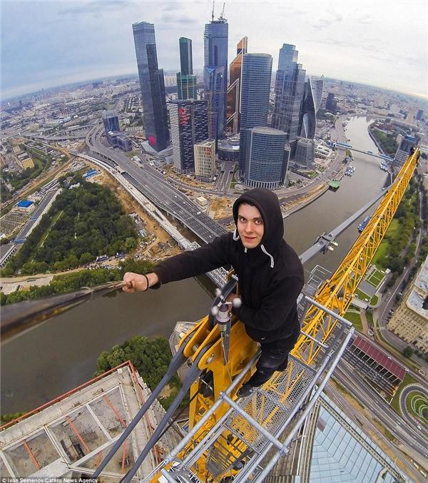 Ivan Semenov chụp Moscow từ tòa nhà cao nhất.(Ảnh: Daily Mail)