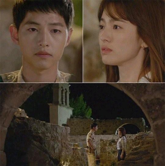 """Cũng như công việc, trong tình yêu Yoo Shi Jin cũng là người rất có trách nhiệm và nghiêm túc. Ngay cả lời tỏ tình, anh cũng phải hỏi ý đối phương: """"Về chuyện nụ hôn lần trước, khi chưa được sự cho phép của em. Vậy tôi nên làm gì? Xin lỗi em hay tỏ tình với em."""". Sau khi nhận được lời cự tuyệt, anh vẫn rất điềm tĩnh chấp nhận và bỏ đi như phong cách đĩnh đạc của người quân nhân."""