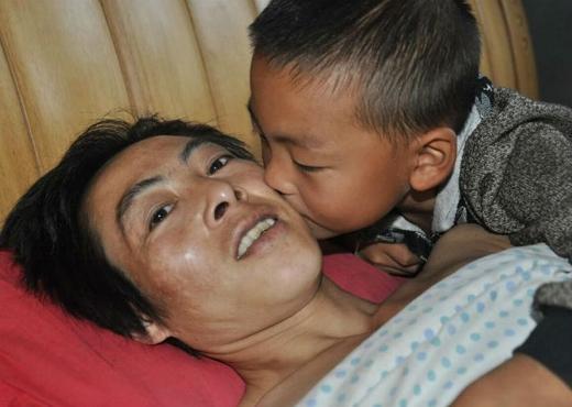 Ou Yang chính là niềm động lực lớn nhất khiến cho người cha tiếp tục đấu tranh với bệnh tật. (Ảnh: Internet)