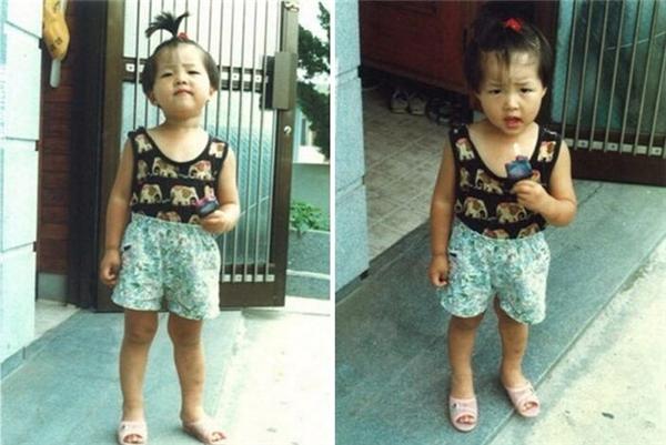 """Từ khi còn bé, Song Joong Ki đã trông rất đáng yêu. Có thể thấy chàng """"soái ca quân nhân"""" vạn người mê ngày nhỏ cũng rất nghịch ngợm và lém lỉnh."""