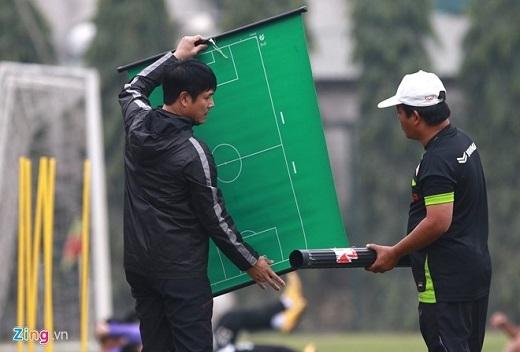 Chiều nay (15/3), HLV Hữu Thắng khớp đội hình để chuẩn bị cho trận đấu gặp Hà Nội T&T lúc 19h ngày mai (16/3)