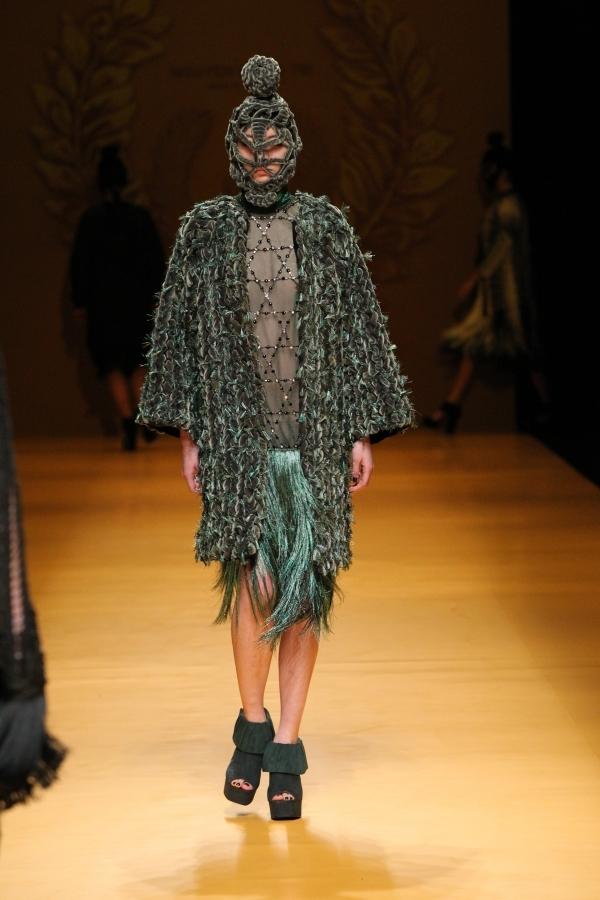 Phom trang phục cũng được sử dụng khá đa dạng. Nhưng nhìn chung tổng thể, người xem vẫn dễ dàng nhận ra tính nhất quán.