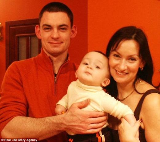 Nina cùng Noel và con trai lớn đã 28 tuổi. (Ảnh: Internet)