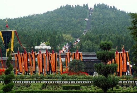 Khu lăng mộ Tần Thủy Hoàng nhìn từ bên ngoài trông giống một ngọn đồi um tùm cây lá. (Ảnh: ancient-origins)