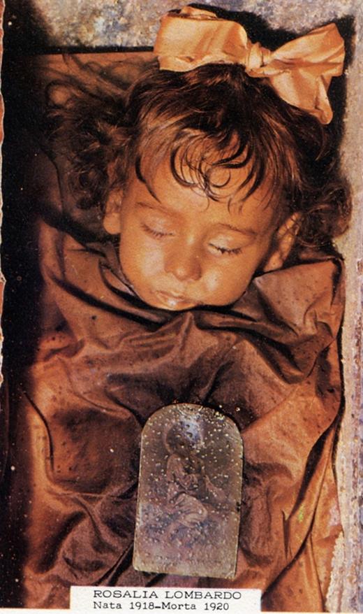 """Xác ướp cô bé vẫn còn nguyên vẹn đến đáng kinh ngạc và được đặt biệt danh """"Cô bé ngủ trong rừng"""". (Ảnh: Internet)"""