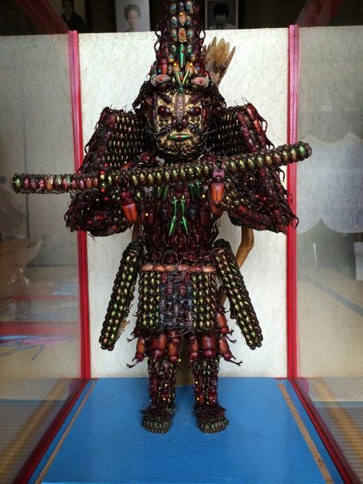 Bức tượng này thoạt trông có vẻ bình thường.(Ảnh: kotaku)