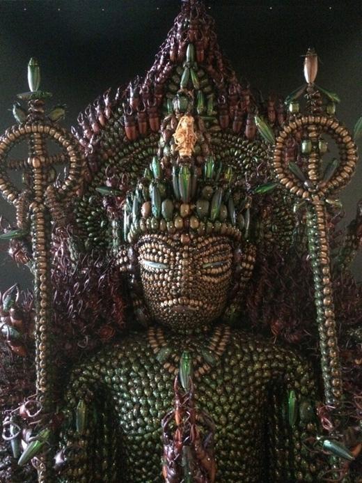 Bức tượng Quan Âm Nghìn Taycũng khiến người ta sợ hãi vì số lượng xác bọ khủng khiếp của nó.(Ảnh: kotaku)