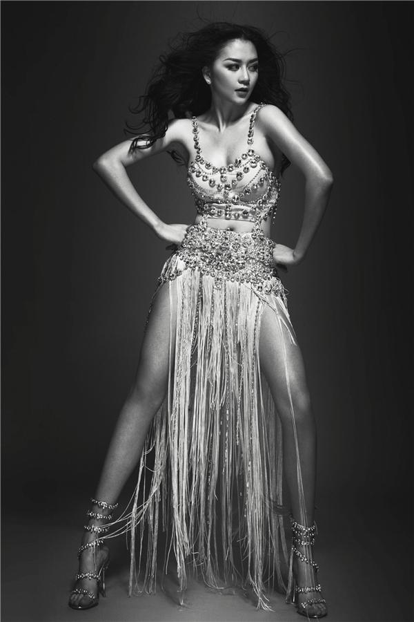 Nối tiếp thành công vang đội của single đầu tiên, Thiều Bảo Trang đã quyết định ra mắt ca khúc làm sôi động cảm xúc người hâm mộ. - Tin sao Viet - Tin tuc sao Viet - Scandal sao Viet - Tin tuc cua Sao - Tin cua Sao