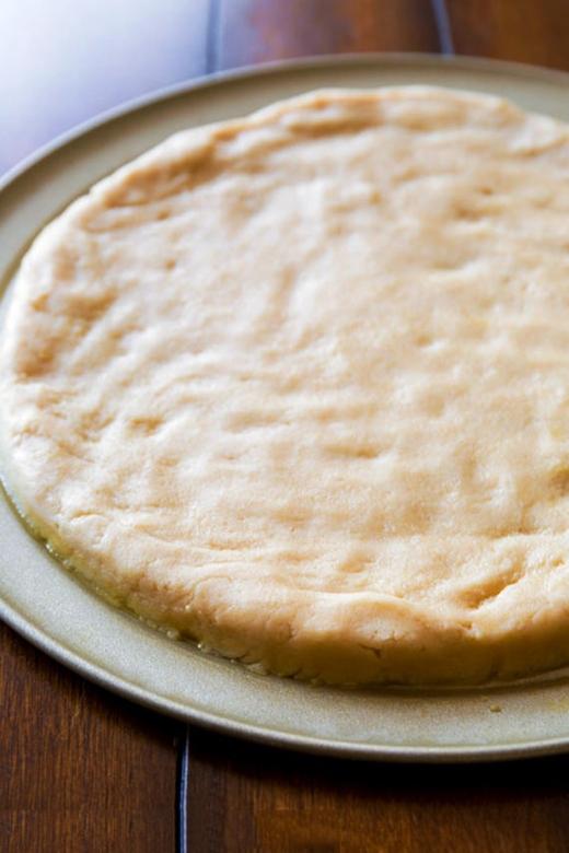 Lưu ý ở bước này, hãynướngmặt bánh vàng đều nhưng đừng đểquá giòn.(Ảnh: Internet)