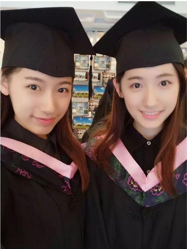 Cặp song sinh này đều là sinh viên trường đại học Fudan (Trung Quốc).(Ảnh Internet)