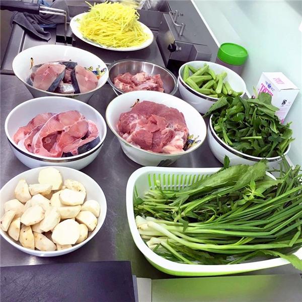 Nguyên liệu chuẩn bị bữa cơm cho gia đình của Elly Trần. - Tin sao Viet - Tin tuc sao Viet - Scandal sao Viet - Tin tuc cua Sao - Tin cua Sao