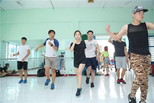 Hương Tràm tập luyện cật lực cho bài nhảy quan trọng trong đêm chung kết. - Tin sao Viet - Tin tuc sao Viet - Scandal sao Viet - Tin tuc cua Sao - Tin cua Sao