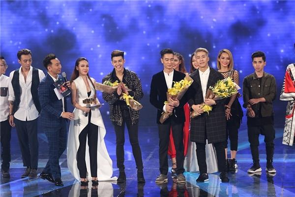 Với sự thể hiện xuất sắc của cả đội, Noo Phước Thịnh một lần nữa giành được giải thưởng yêu thích nhất từ khán giả. - Tin sao Viet - Tin tuc sao Viet - Scandal sao Viet - Tin tuc cua Sao - Tin cua Sao