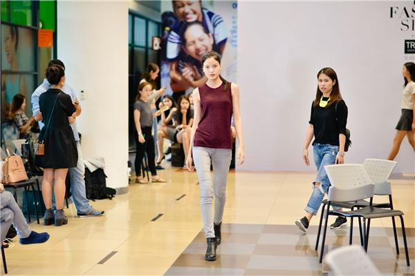 Người mẫu Chà Mi với những sải chân chuyên nghiệp không kém cạnh các đàn chị. Cô cũng từng có khoảng thời gian làm việc tại Milan và đang ấp ủ những dự định mới trên sàn diễn quốc tế.