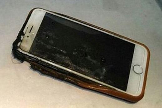 Cận cảnh chiếc iPhone sau tai nạn. (Ảnh: Internet)