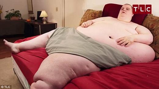Chỉ sau một khoảng thời gian, cân nặng chàng trai người Mỹ này đã cán mốc 400kg. (Ảnh: Internet)