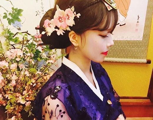 Bên cạnh đó, Eun Hye cũng trông rất kiêu sa trong bộ hanbok truyền thống. (Ảnh: Internet)