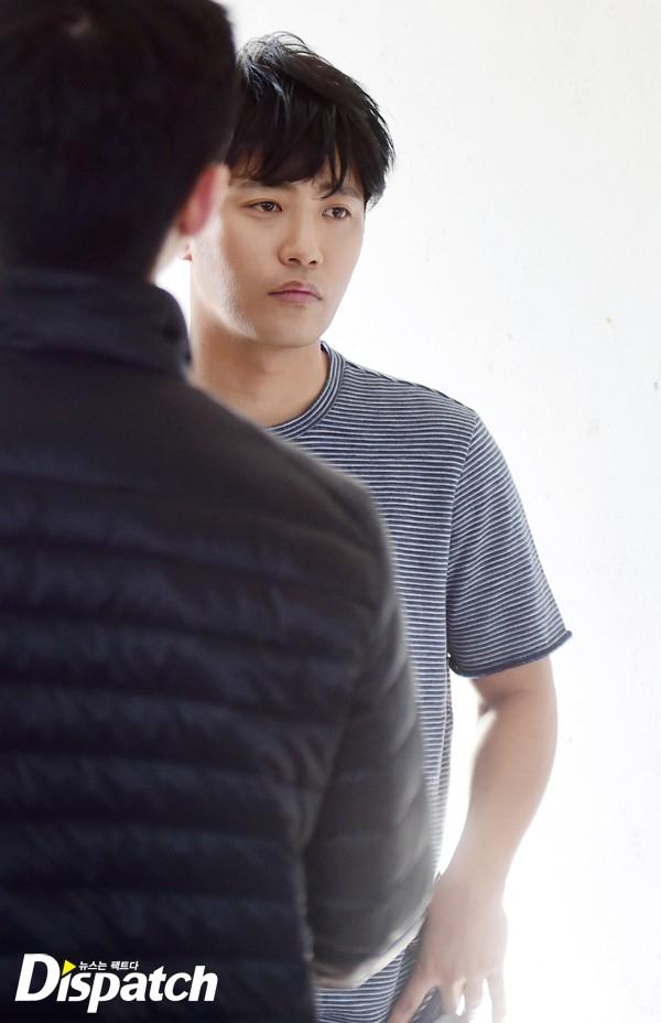 Dù ngoài đời hay trên phim, Jin Goo vẫn mang dáng dấp phong độ của thượng sĩ Seo Dae Young