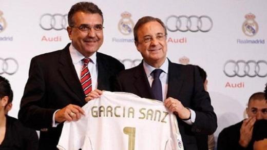 Chủ tịch Wolfsburg là Garcia Sanz (trái) bên cạnh Florentino Perez. (Ảnh: Internet)