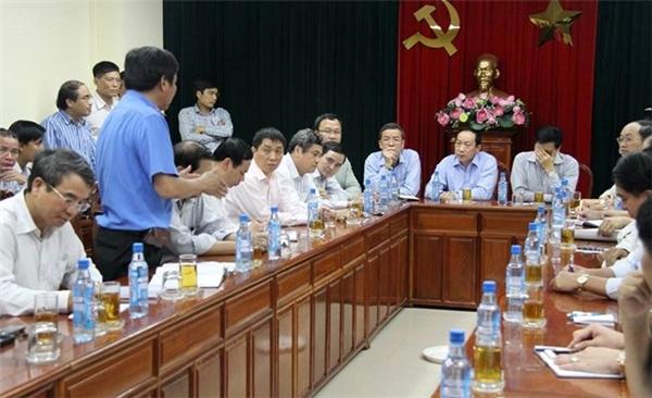 Tổ công tác của Bộ GTVT họp với ban ngành tỉnh Đồng Nai tìm hướng khắc phục sự cố. Ảnh: Phước Tuần.
