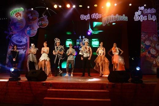 """Chương trình còn có màn trình diễn thời trang của nhà thiết kế Nguyễn Trung Hiếu với các trang phục """"đến từ tương lai"""". - Tin sao Viet - Tin tuc sao Viet - Scandal sao Viet - Tin tuc cua Sao - Tin cua Sao"""