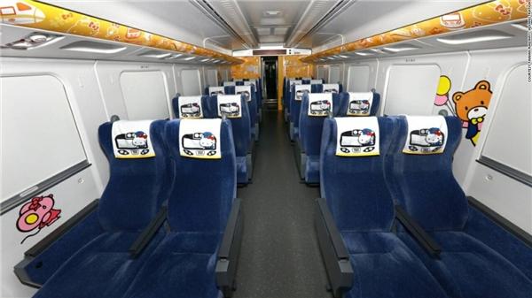 Đoàn tàu gồm 8 toa, có thể chở tối đa 376 hành khách.(Ảnh: CNN)